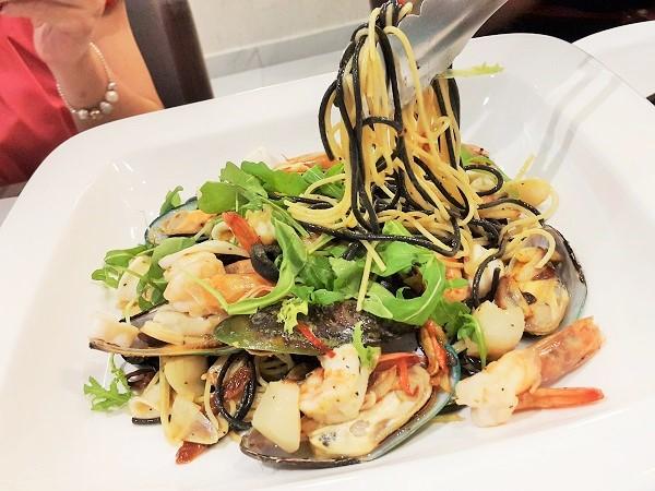 Spaghetti Duo Aglio Olio - Paradiso Cafe & Pattisserie