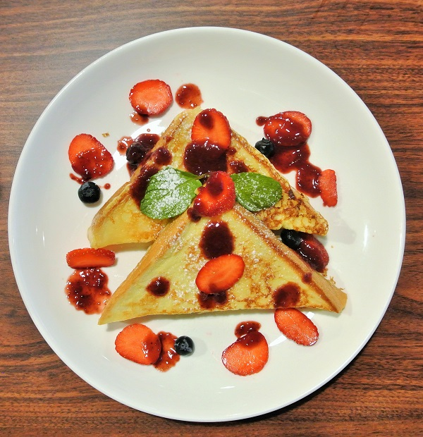 French Toast with Berries - Iggo Cafe