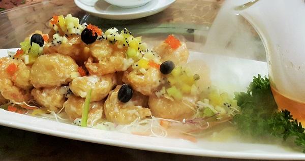 Crispy prawns with coated lemon dressing, tropical fruit salsa and tobiko caviar - Tai Zi Heen, Pullman KLCC