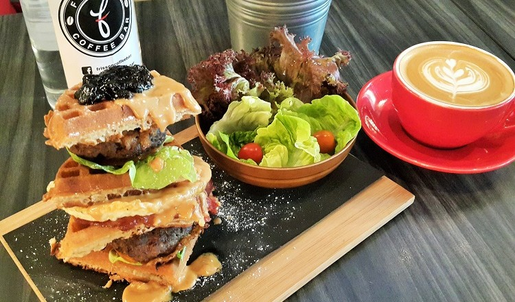 fully loaded carbo food at frisson coffee bar uptown pj let 39 s roll with carol. Black Bedroom Furniture Sets. Home Design Ideas
