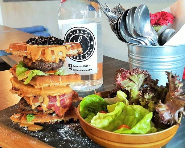 Wessy Waffle Burger - Frisson Cafe