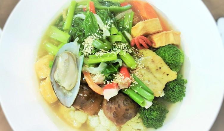 Cantonese Seafood Noodles (Main Pic) - Mama Kim