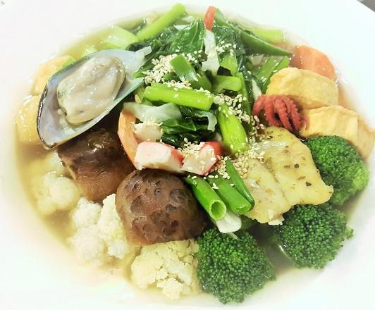 Cantonese Seafood Noodles - Mama Kim