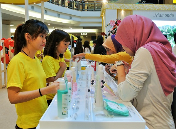 Public was given an opportunity to experience of Mamonde's Five Key Flowers while enjoying special sets and gifts with purchase.