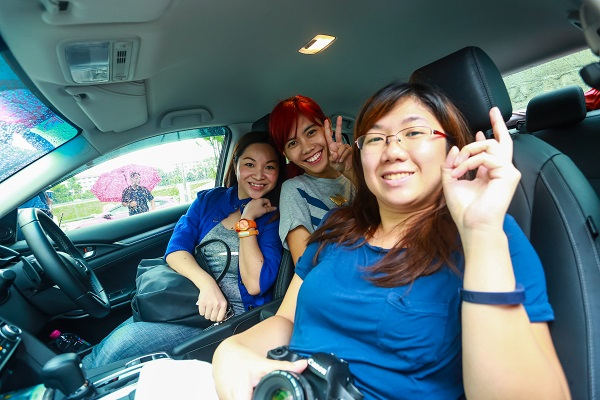 Seated in the HONDA Civic 1.5 Turbo in Modern Steel Metallic with my co-pilots Cheryl and Roslyn.