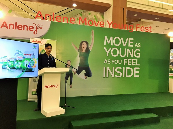 brand-manager-of-anlene-mr-kechun-tan-explaining-the-new-anlene-with-movemax-formulation