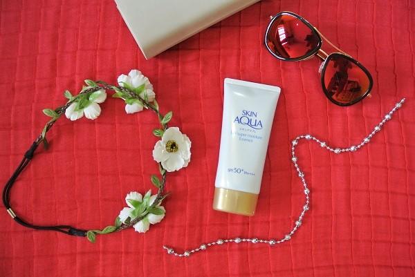 Sunplay Skin Aqua Super Moisture Essence.