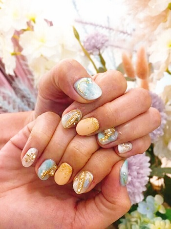 Are you wondering what I opted for? I opted for  planet-themed marble nails, the astrological collection is simply gorgeous with universal 'bling bling' colors of the universe. There's the moon, stars, splashes of meteorite that seems so magical. The design I choose is definitely 'office work' friendly and easily matches any outfit!