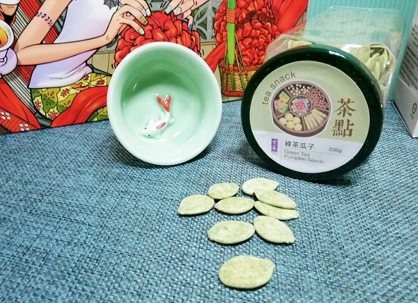 Come and take a closer look at the jade colored Celadon tea pot and tea cups that has a gold fish design. Isn't it pretty?